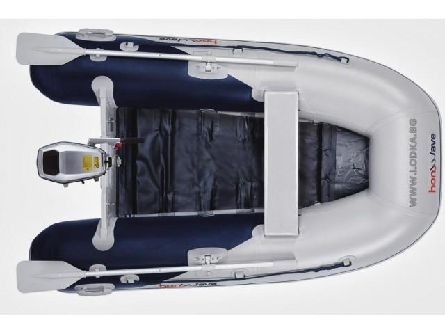 """HONDA T25 SE2 - Надуваема ТРИМЕСТНА моторна рибарска лодка с ОРЕБРЕНО дъно """"HONWAVE T25 SE2"""" с размери 250x156 cm, Товароносимост: 440 кг, Цвят: Светло сив"""